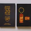 Arsène Wenger Keyring & Badge Set football programme